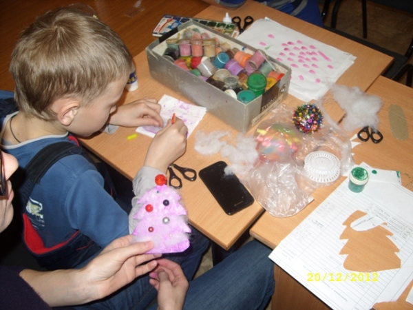 """Мастер-класс для детей и родителей по изготовлению новогодних игрушек """"Душевные подарки"""""""